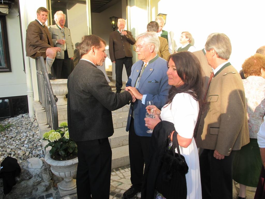ebenso wie Bürgermeister Franz Schnitzenbaumer mit Frau Susi