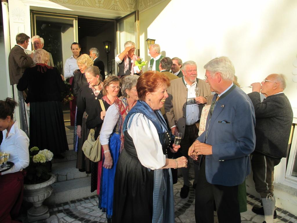 Die Damen des Singkreis Schliersee gratulieren ...