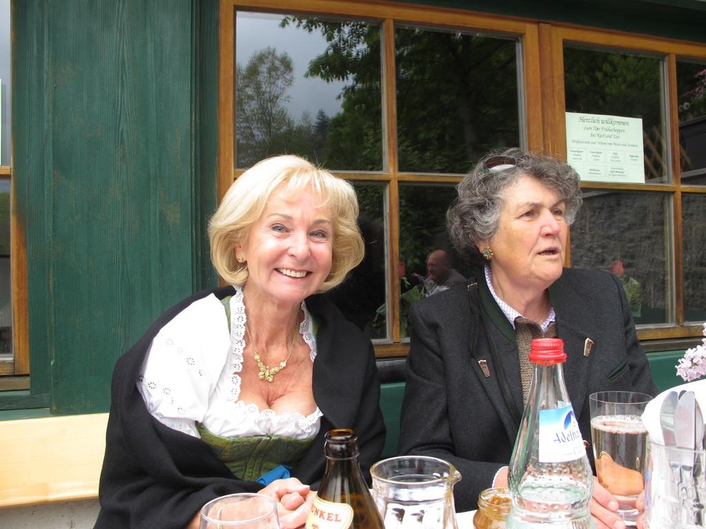 Karin Stoiber mit Christl Knoll