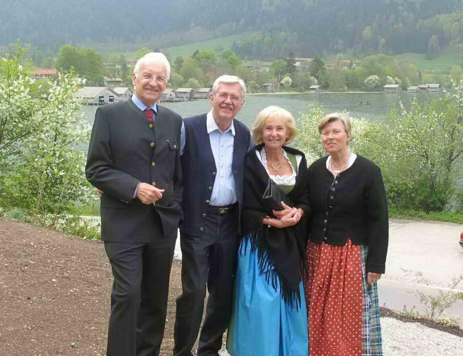 Hoher Besuch trifft ein - der ehem. Bayer. Ministerpräsident E. Stoiber mit Frau Karin