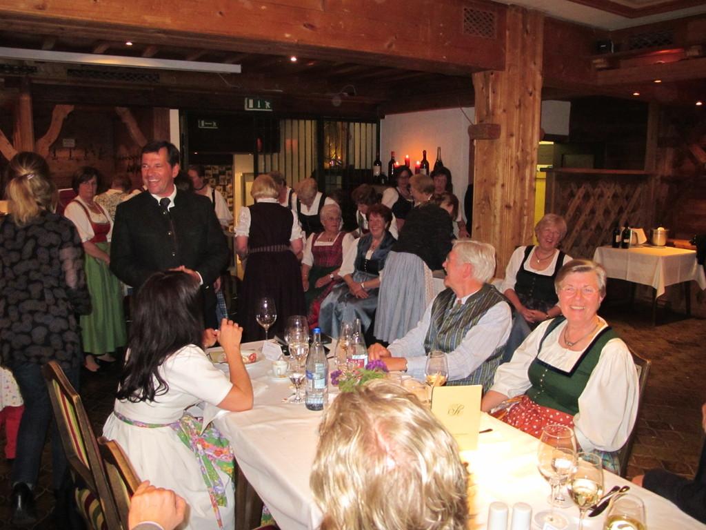 ... und Bürgermeister Schnitzenbaumer dankt im Namen der Gemeinde