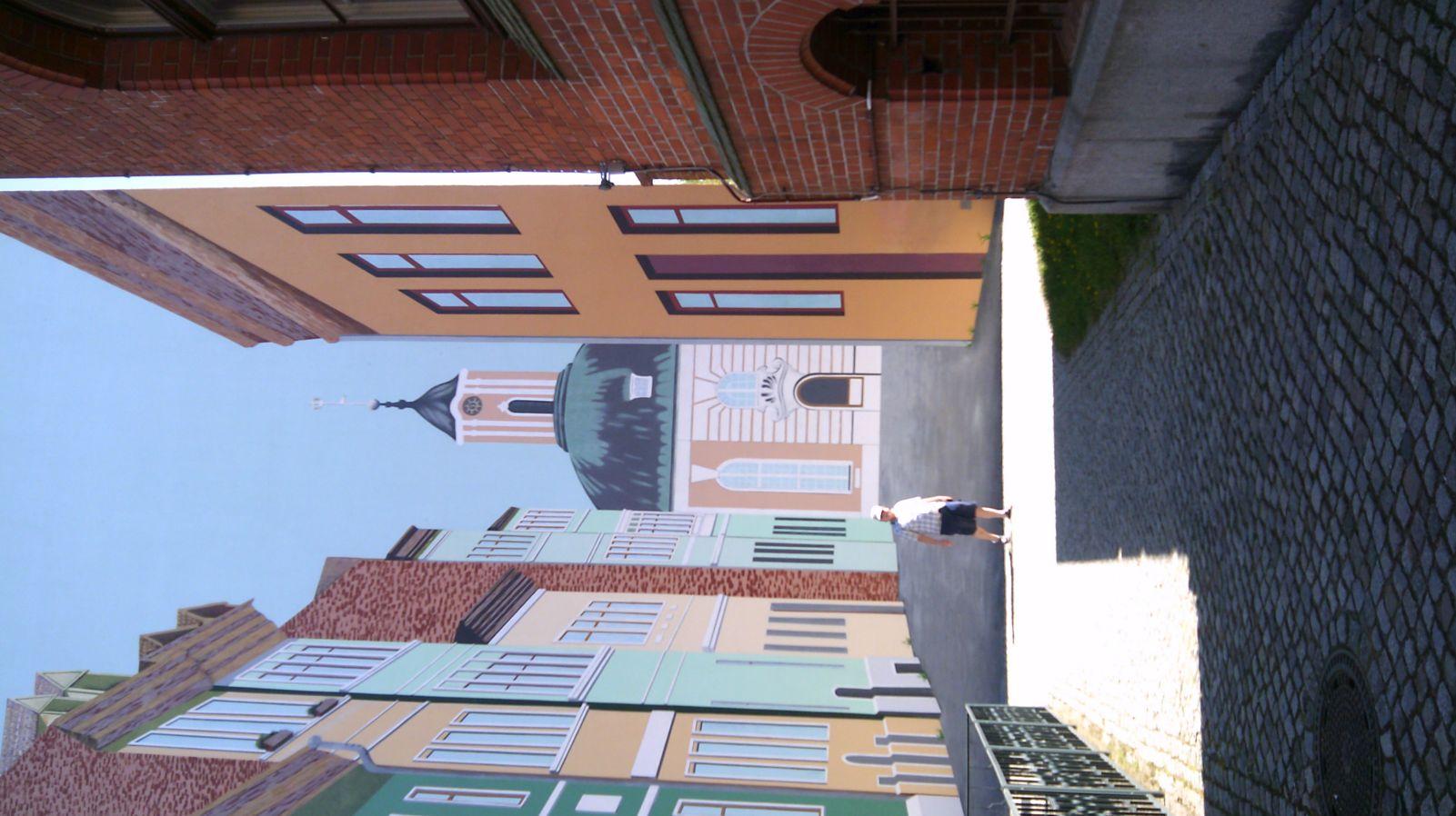 gigantische Fassadenmalerei in Schwedt an der Oder  - Was ist echt?