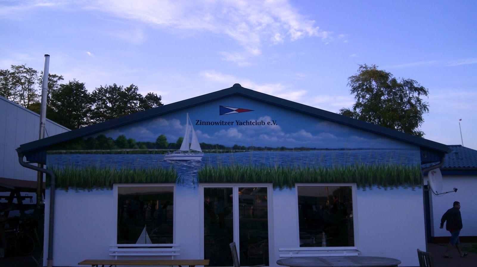 Fassadenmalerei im Yachtclub Zinnowitz