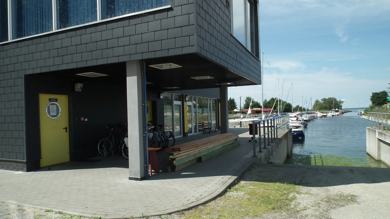 Fahrradverleih und Hafenmeisterhaus Wapnica