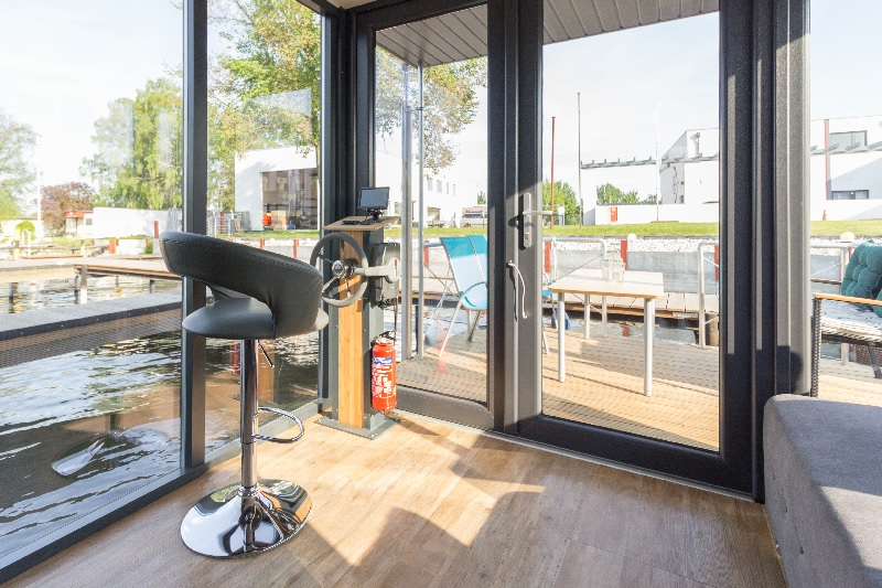 hausfloss zum kauf hausboot mieten und kaufen. Black Bedroom Furniture Sets. Home Design Ideas