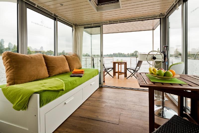 bootsferien bei berlin hausboot mieten und kaufen. Black Bedroom Furniture Sets. Home Design Ideas