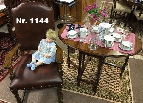 Ovaler Klapptisch aus Eiche, um 1910 - H: 72 B: 105 T: 75 - Preis: 480 €