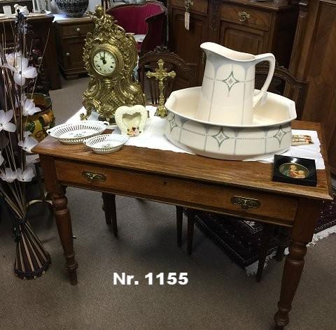 Schreibtisch aus Eiche, um 1880-1900 - H: 78 B: 107 T: 56 - Preis: 680 €