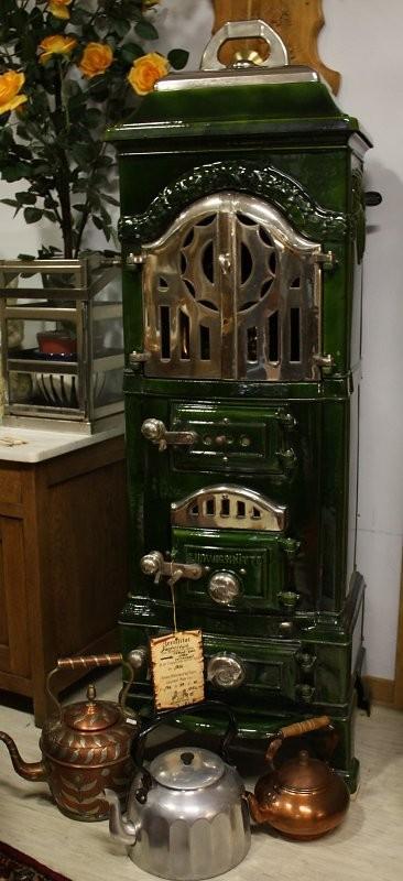Meisterstück Emaille-Guss Ofen verchromt aus 1850 Maße H/B/T 140/49/40