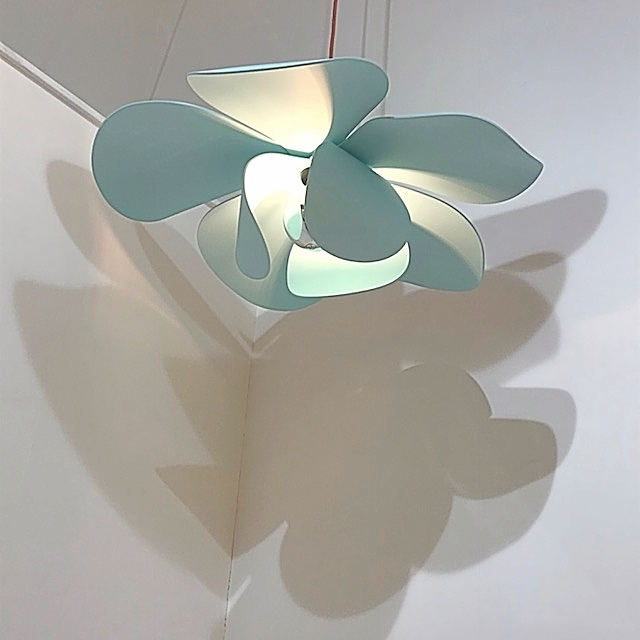 Bloomboom - Lampe Fleur, Flowerlamp, Suspension, made in France, artisanal, Galerie Joseph, pop-up store, marais, paris, interieor design, décor, luminaires, made in france, création François-Marie Gérard et Irma Birka, pop, podesign, 60ies