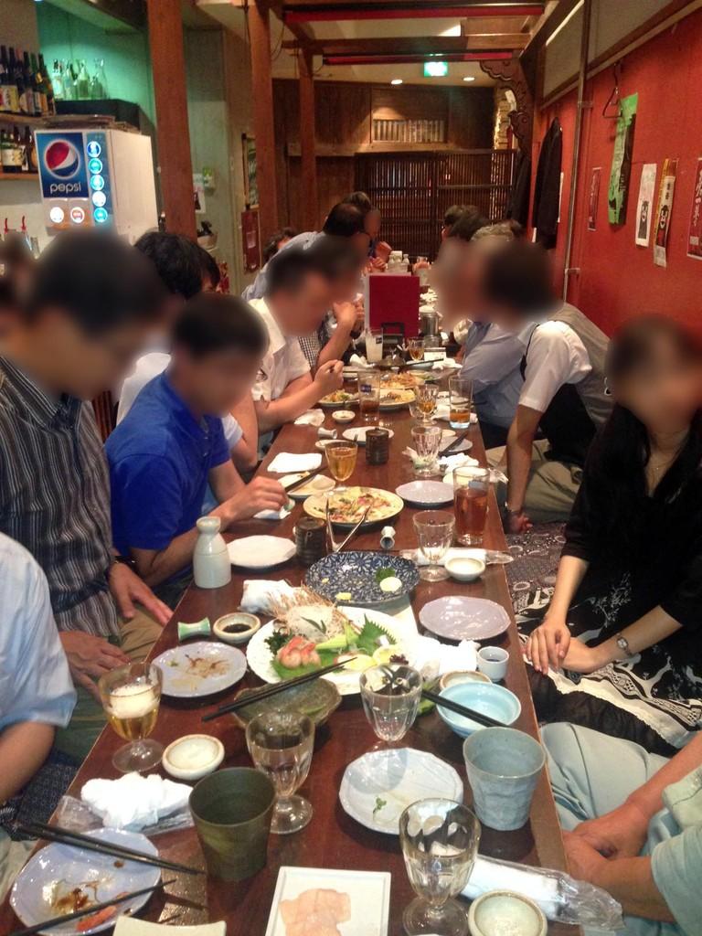 飲み食いばかり?29日の古脊椎系自主懇親会。20人以上集まりました。