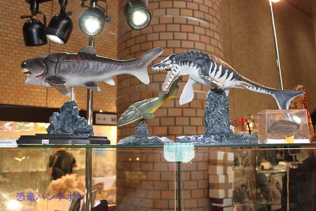 Mijo-Fossils これは日本人の方のオリジナル作品。ダンクルオステウスほか いい出来です