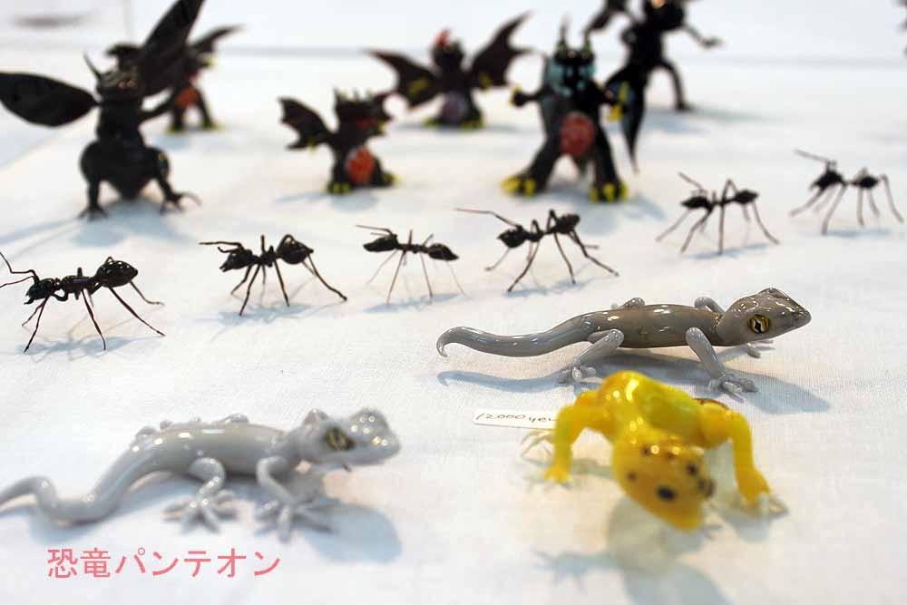Glass Art と~る ガラス製です。今年はと~る さんと、煜奇 蟪(yu-ki kei) さんお二人の作品があります。