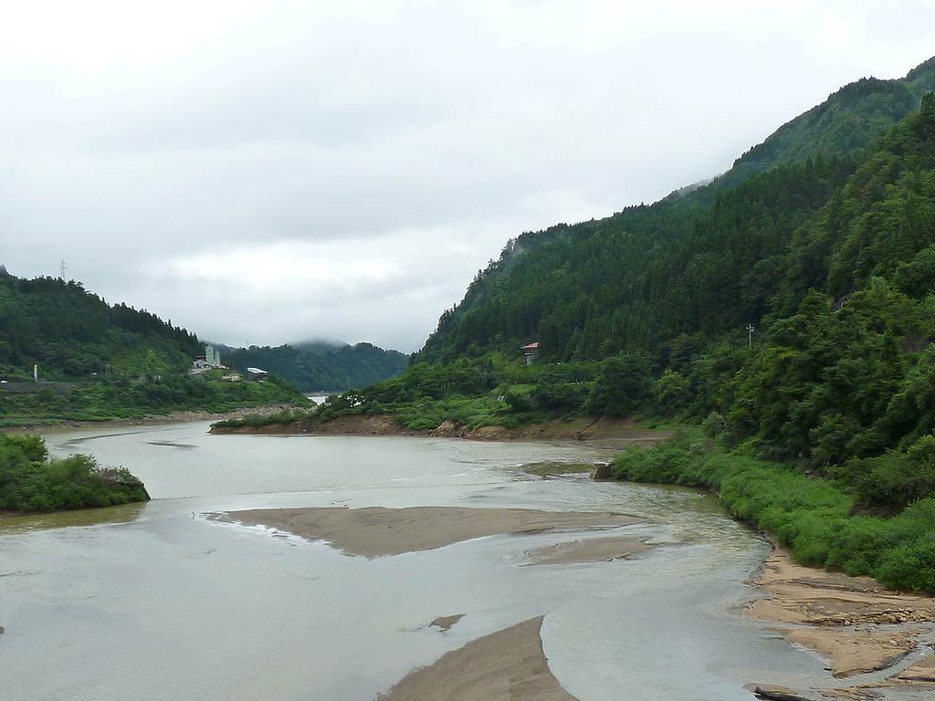 手取川も増水して濁っています。