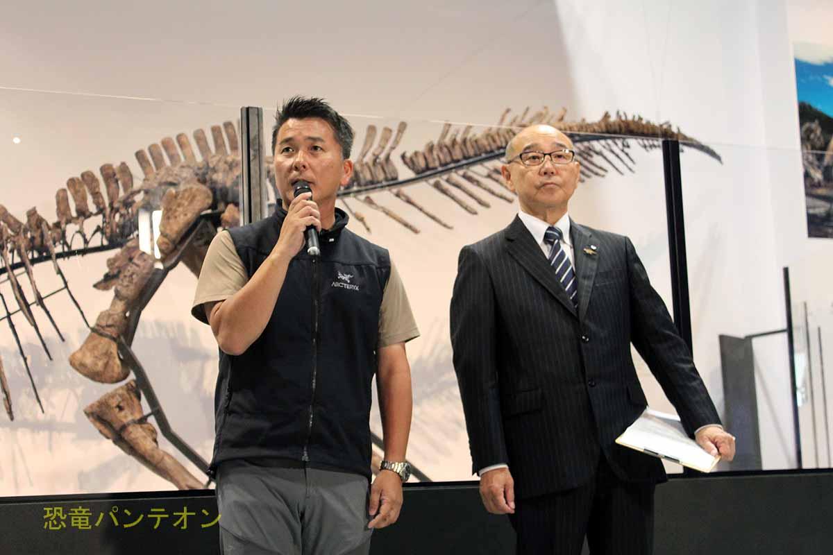 発表者、左:小林快次教授、右:竹中喜之むかわ町長
