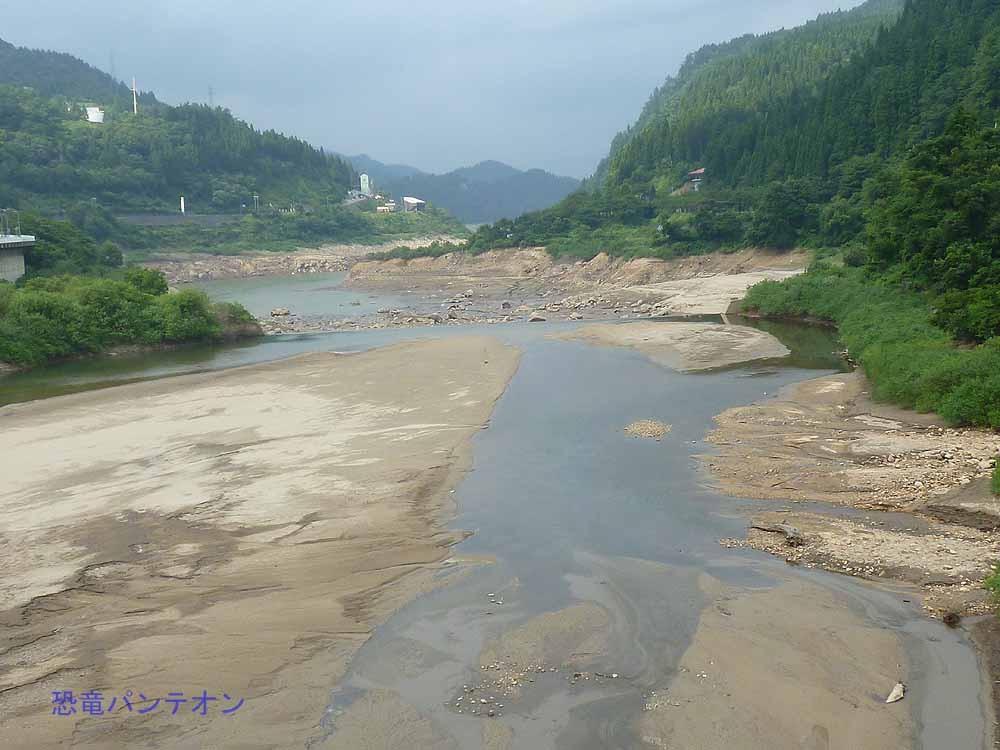 手取川、桑島大橋より下流。水位はかなり下がっています。