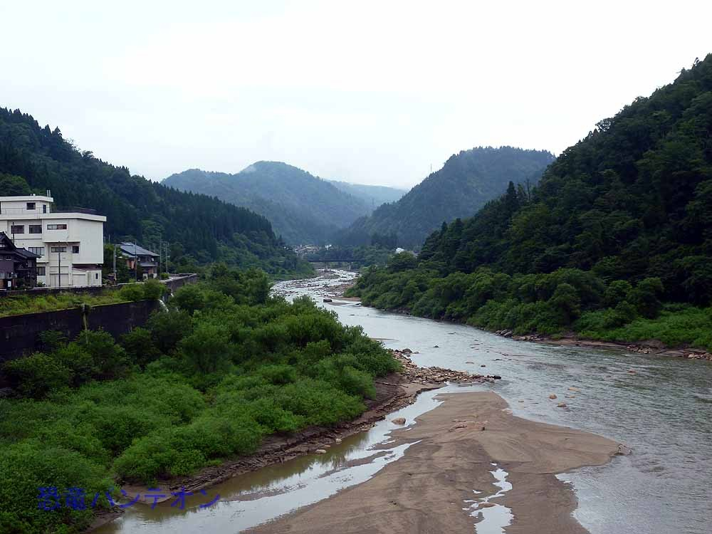 雨のため、手取河の水量も増しています。