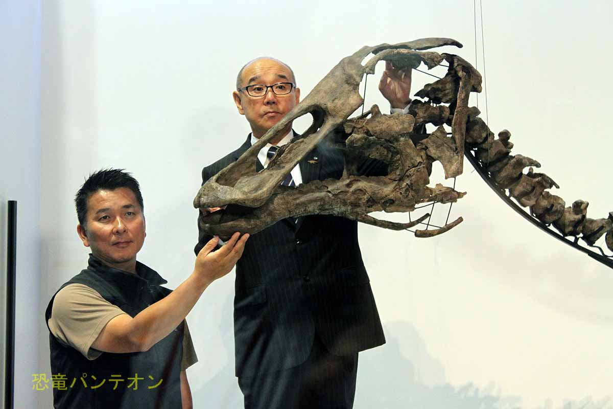 小林教授・竹中町長とカムイサウルス