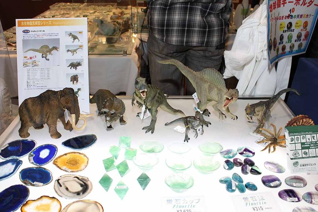 (株)東京サイエンス(68,69,70) PaPo社フィギュアを販売していました。スピノサウルス、ティラノサウルス、アロサウルス 各3885円 顎が動きます