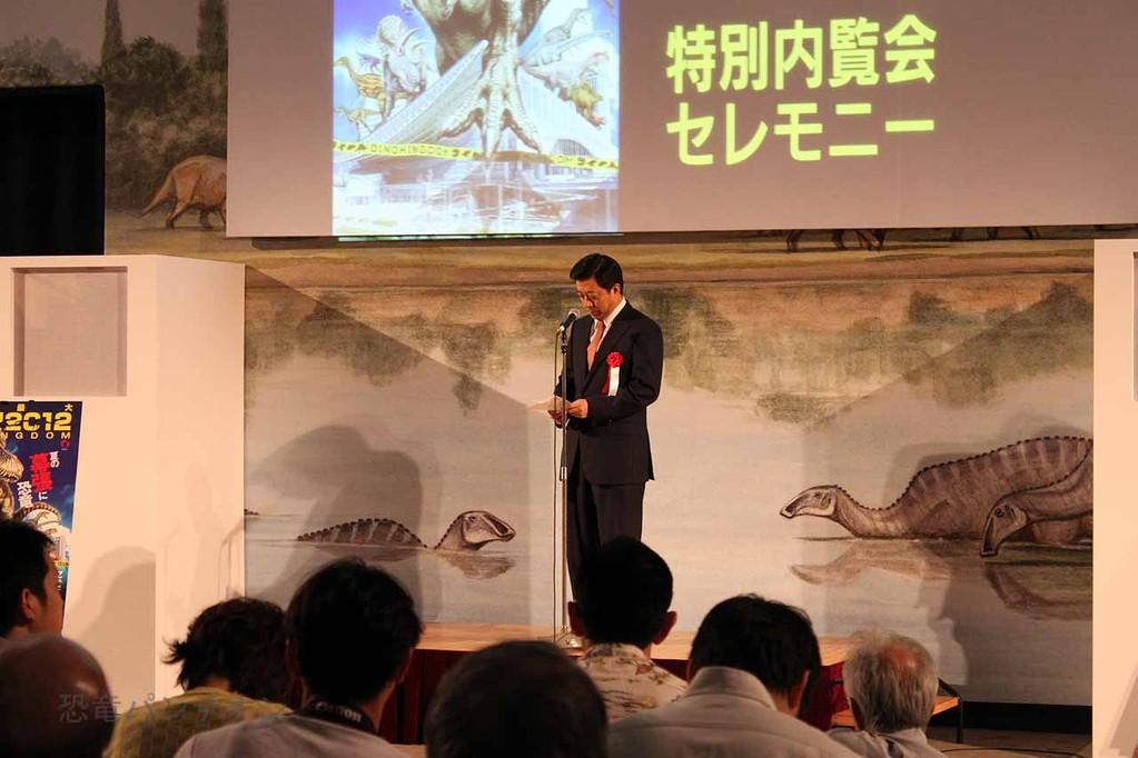 特別内覧会のセレモニーも開催されました。主催者、来賓それぞれの挨拶がありました。