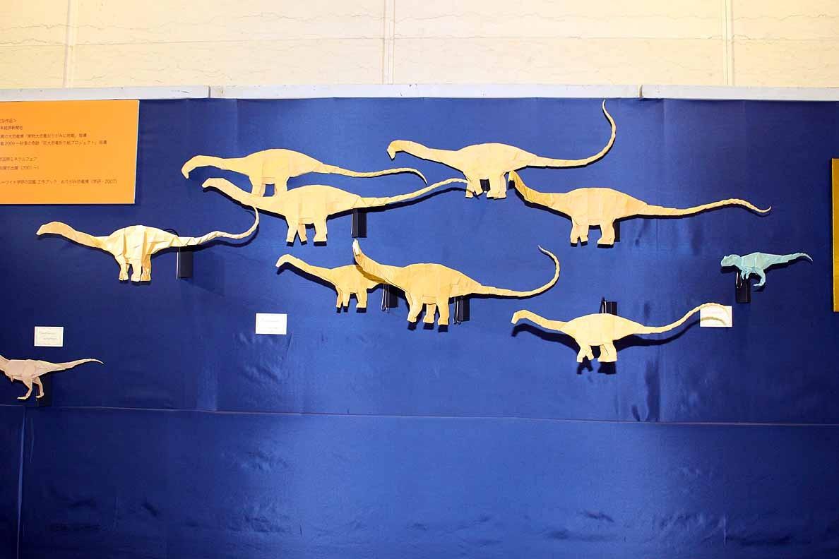 折り紙で作る恐竜の世界 松本和也さん 竜脚類アパトサウルスの行進