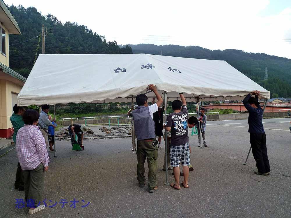 終わりにはテントをたたみます。