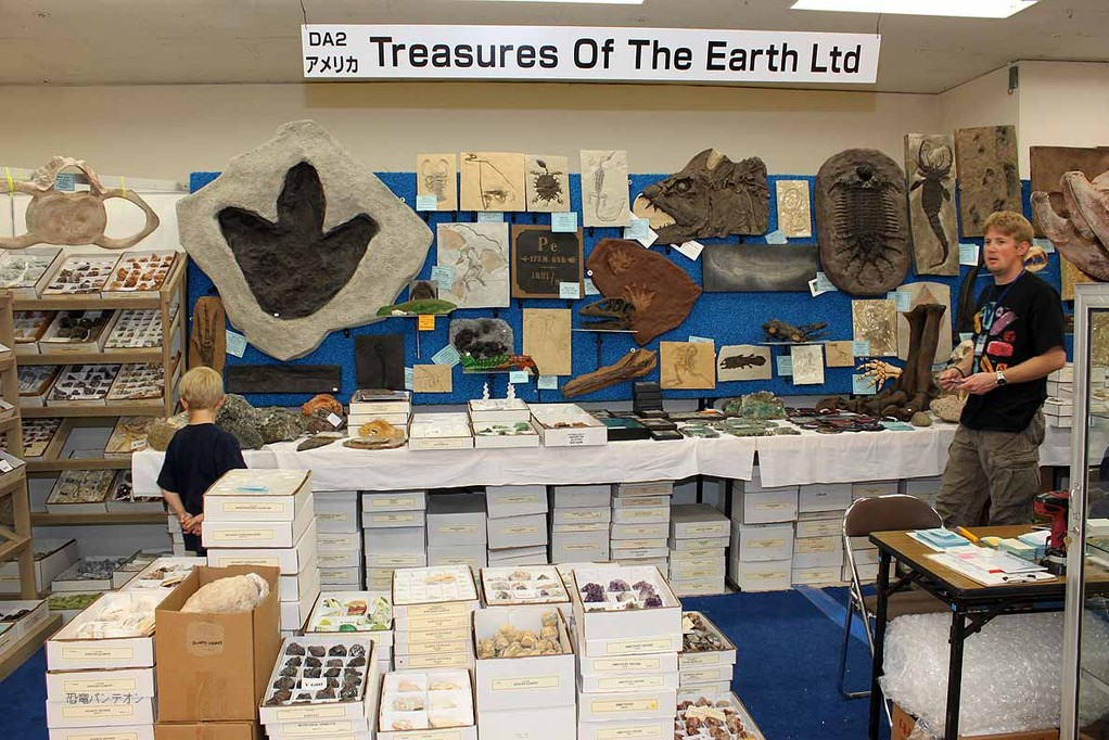 TREASURES OF THE EARTH LTD ブースの様子。