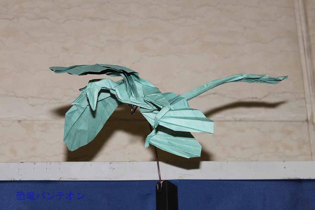 まつもとかずやさんの恐竜折り紙 ミクロラプトル・グイ