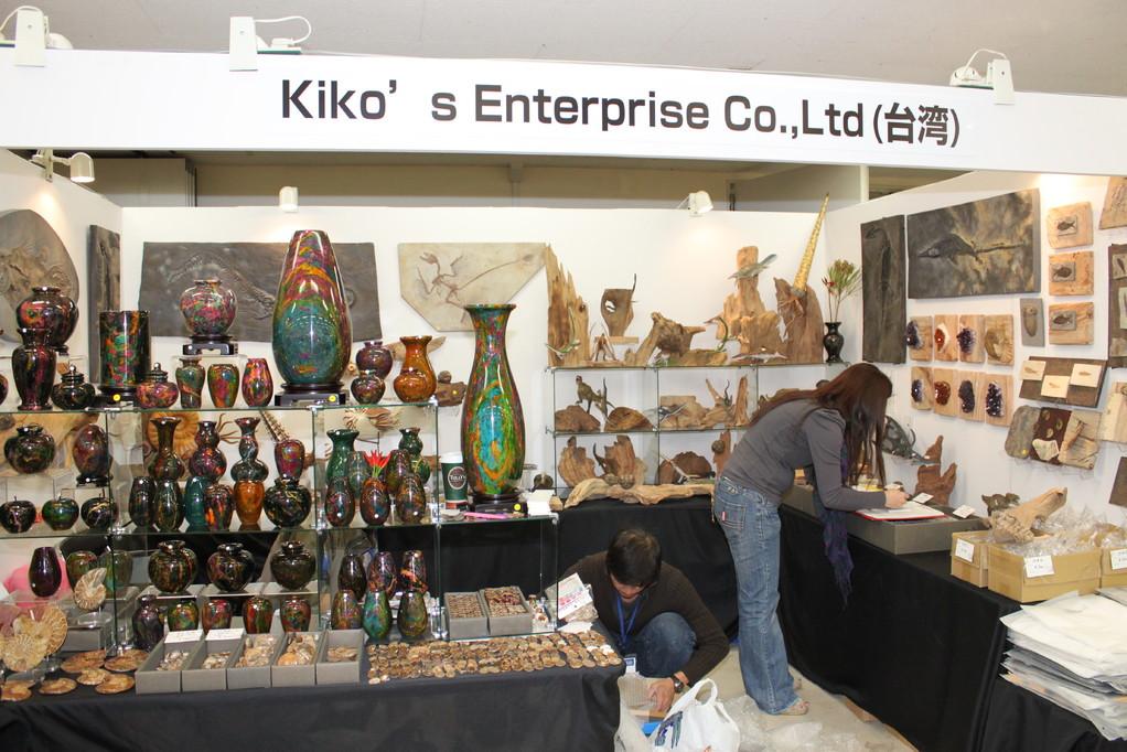 Kiko's Enterprise Co.,Ltd 台湾の業者さんです。今年は不思議な壺が並んでいます。