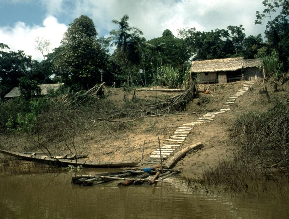 Contrabando am Rio Itaquai in Brasilien. Auch in diesem Dorf gibt es Caboclos, die ihren Lebensunterhalt vom Zierfischfang bestreiten.