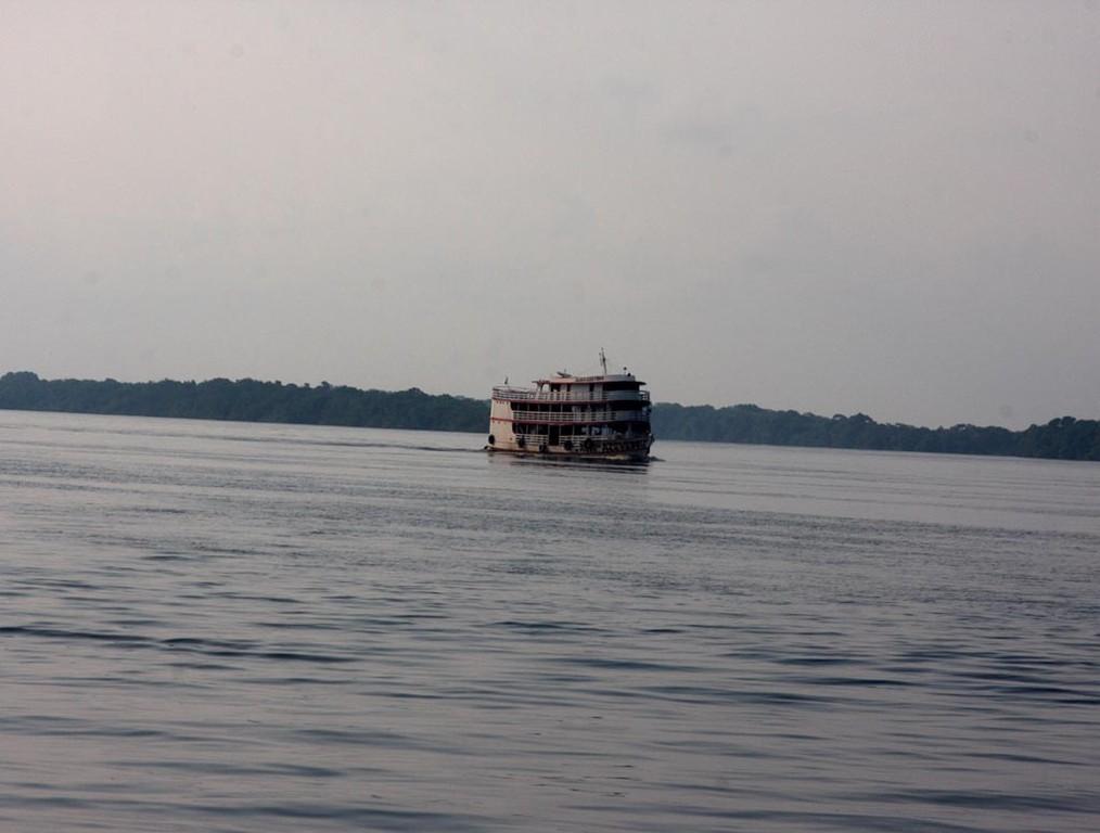 Um 18 Uhr ging die Reise los, das Schiff war die ganze Nacht unterwegs und kam pünktlich um 6 Uhr morgens  in Manaus an. Dort wartete schon der Großhändler auf die Fische für den Export.