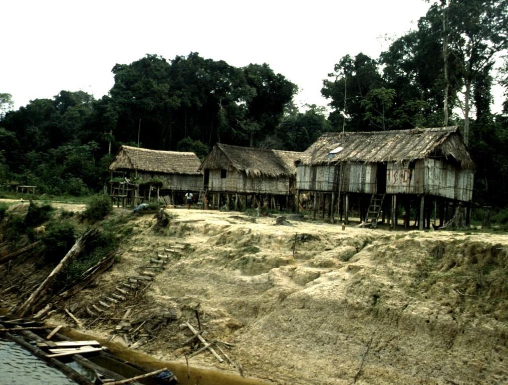 Yagua-Indiodorf auf der peruanischen Seite des Rio Javari.