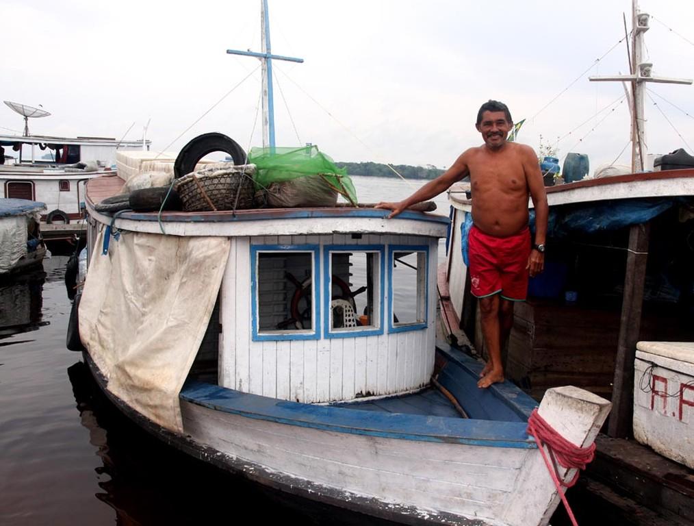 Wie ausgemacht trafen wir uns zum Verladen der Neonfische ins Linienschiff nach Manaus.