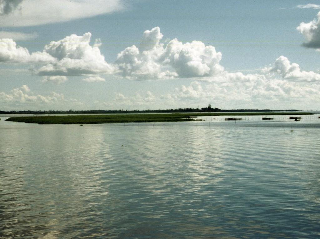 Der Semayangsee hat eine Fläche von ca. 15 km² und ist ebenfalls sehr flach.