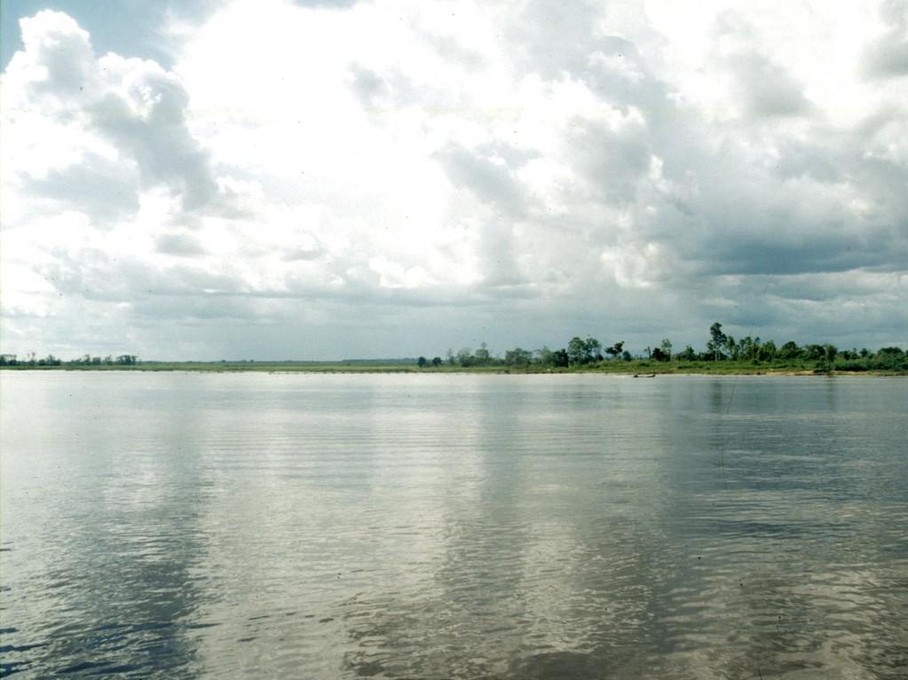 Der Melintangsee ist ca. 12 km² groß. Der Wasserstand ist in der Regenzeit ca. vier Meter hoch und kann in der Trockenzeit komplett austrocknen.