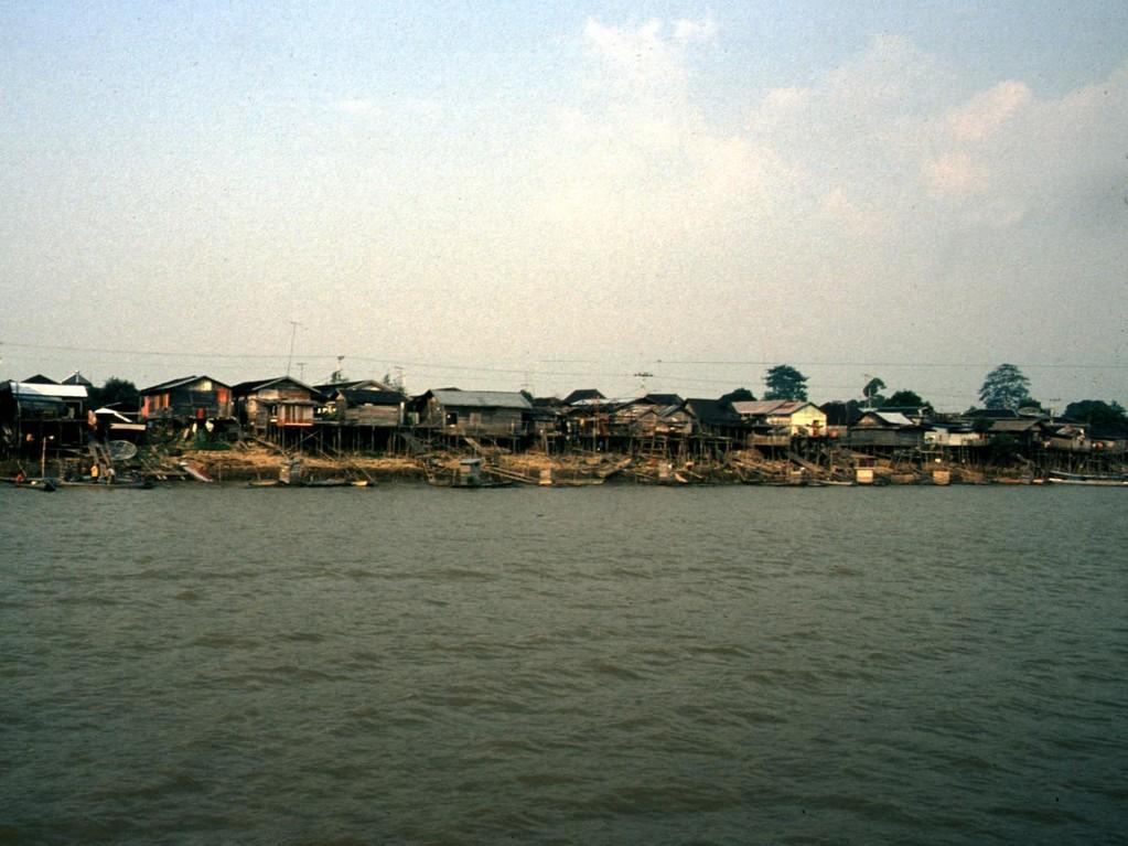 Am Unterlauf ist der Mahakam-Fluss sehr dicht besiedelt.