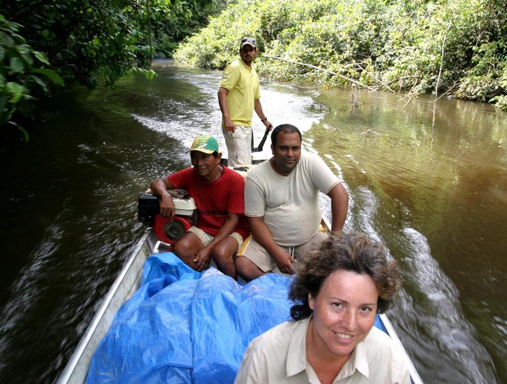 Der Häuptling vom Yanomami–Reservat hat uns hier abgeholt. Die Funai hat täglich mit allen größeren Indianerdörfern Funkkontakt. In Notfällen kommt sogar ein Arzt mit dem Militärhubschrauber.