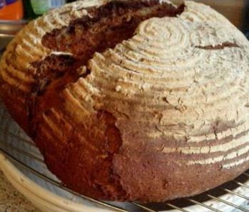Der fertig gebackene Brotlaib