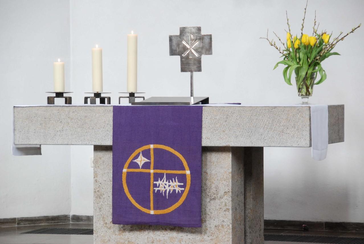 Der steinerne Altar.