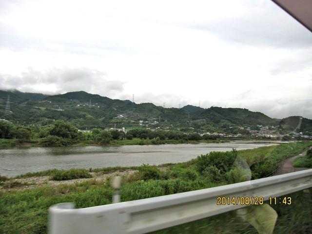 紀の川沿いを走る。「紀の川」って有名な小説や映画があったような…。