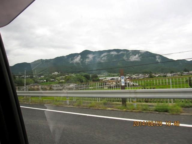 奈良盆地西側には、葛城山金剛山が見えて来る。