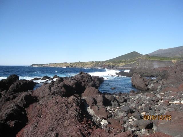 利島と似ている山は、「岳の平山」、後で登る。