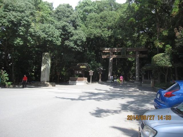 大神神社、二の鳥居。ここからが参道。