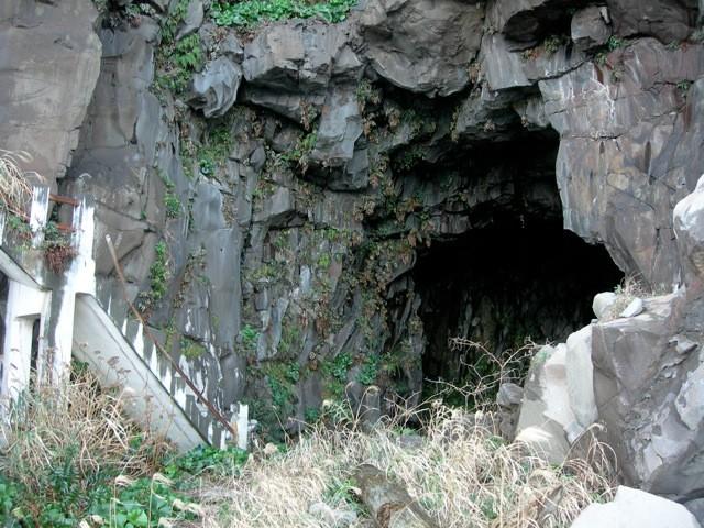 大きな洞窟。