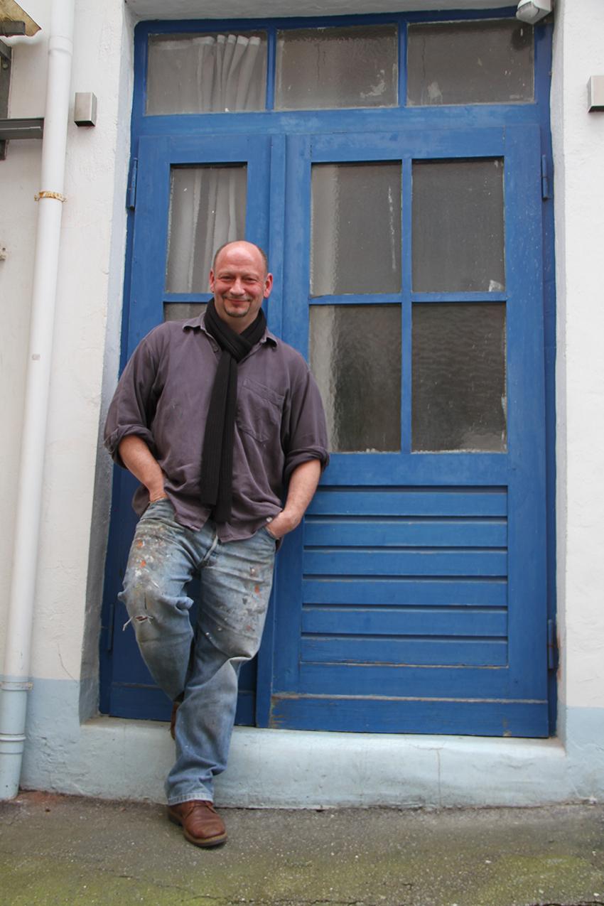 Peter Jaschinski vor seinem Atelier