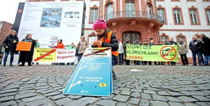 Auch Kinder fordern ihre Rechte: Das Thema Mülldeponie steht bei Bürgern (großen wie kleinen) an vorderer Stelle. Foto: hbz/Michael Bah