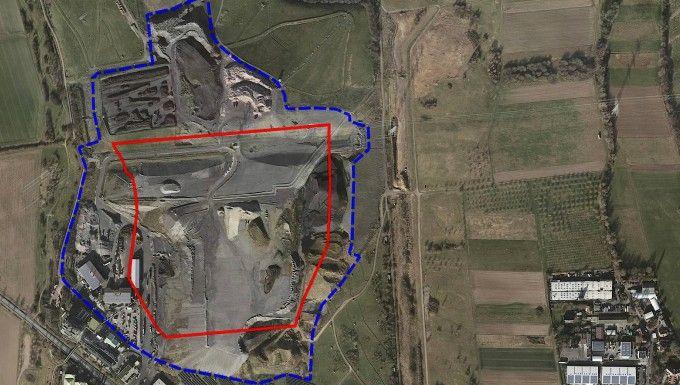 Deponie auf der Deponie: Auf der rot umrandeten Fläche der Deponie Wicker (blau) sollte Schlacke gelagert werden.  RMD GmbH