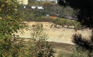 Der Steinbruch in Mainz ist auf Weisenauer Seite Naturschutzgebiet, im Laubenheimer Teil soll eine Deponie entstehen. Foto: Archiv Helene Braun