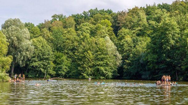 Ein Badesee (Symbolbild): In Mainz wird wohl kein Baggersee zum Baden entstehen. (Quelle: 7aktuell/imago images)