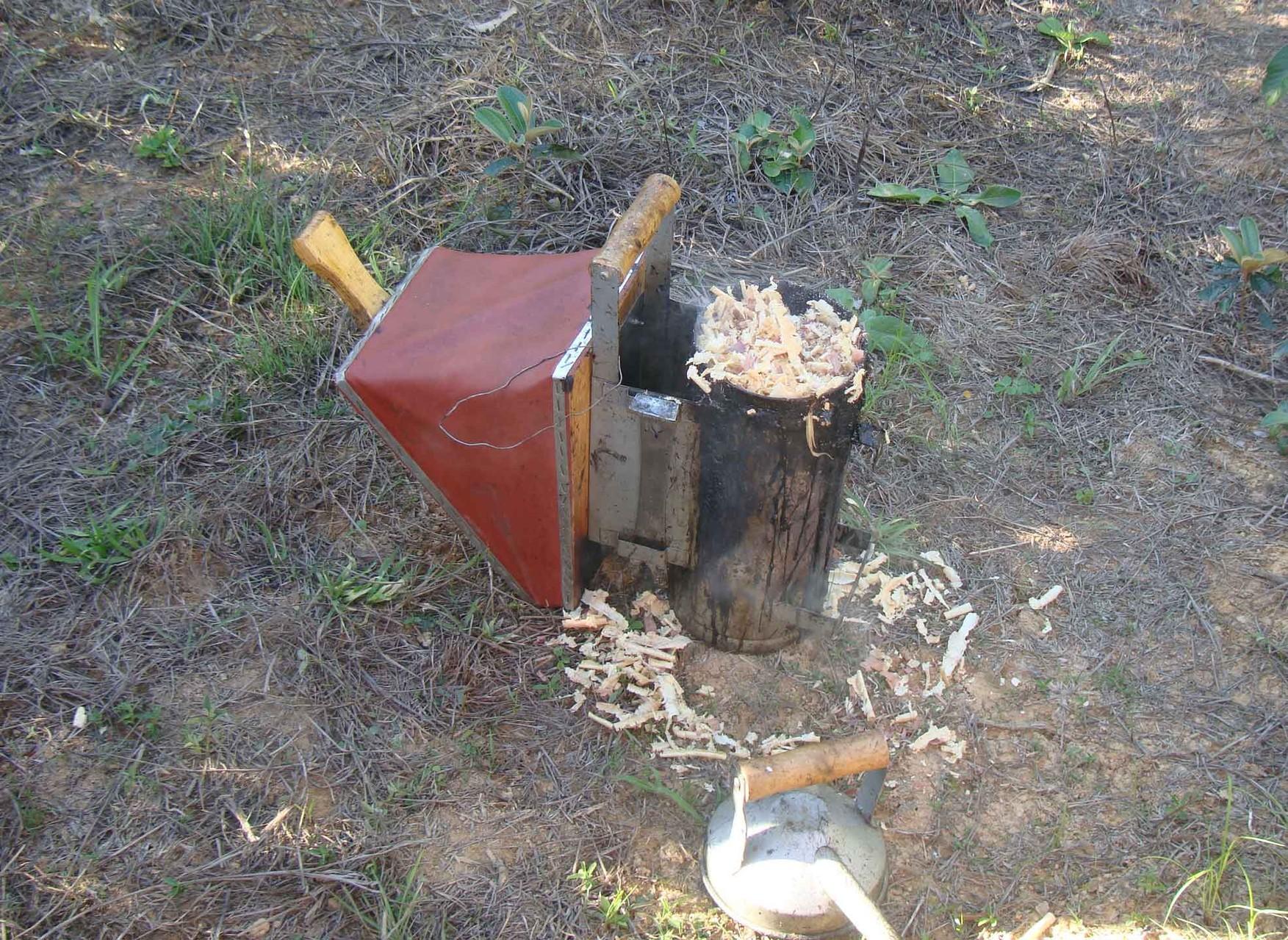 養蜂家の大事な商売道具。
